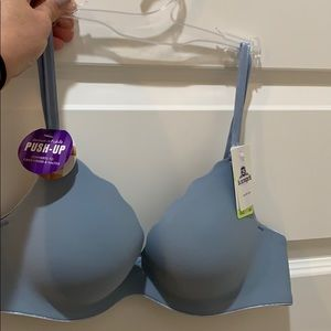 NWT!! b.tempted bra. Padded for great cleavage!